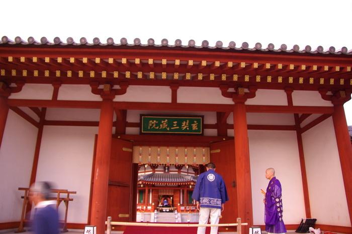 薬師寺観月会の荘厳なゆうべ/A solemn evening of Yakushiji Temple, Nara_e0140365_124256.jpg