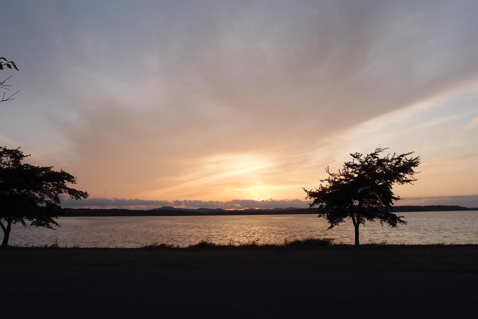 必要最少限のキッチン〜北海道湖畔キャンプ_a0116902_22534518.jpg