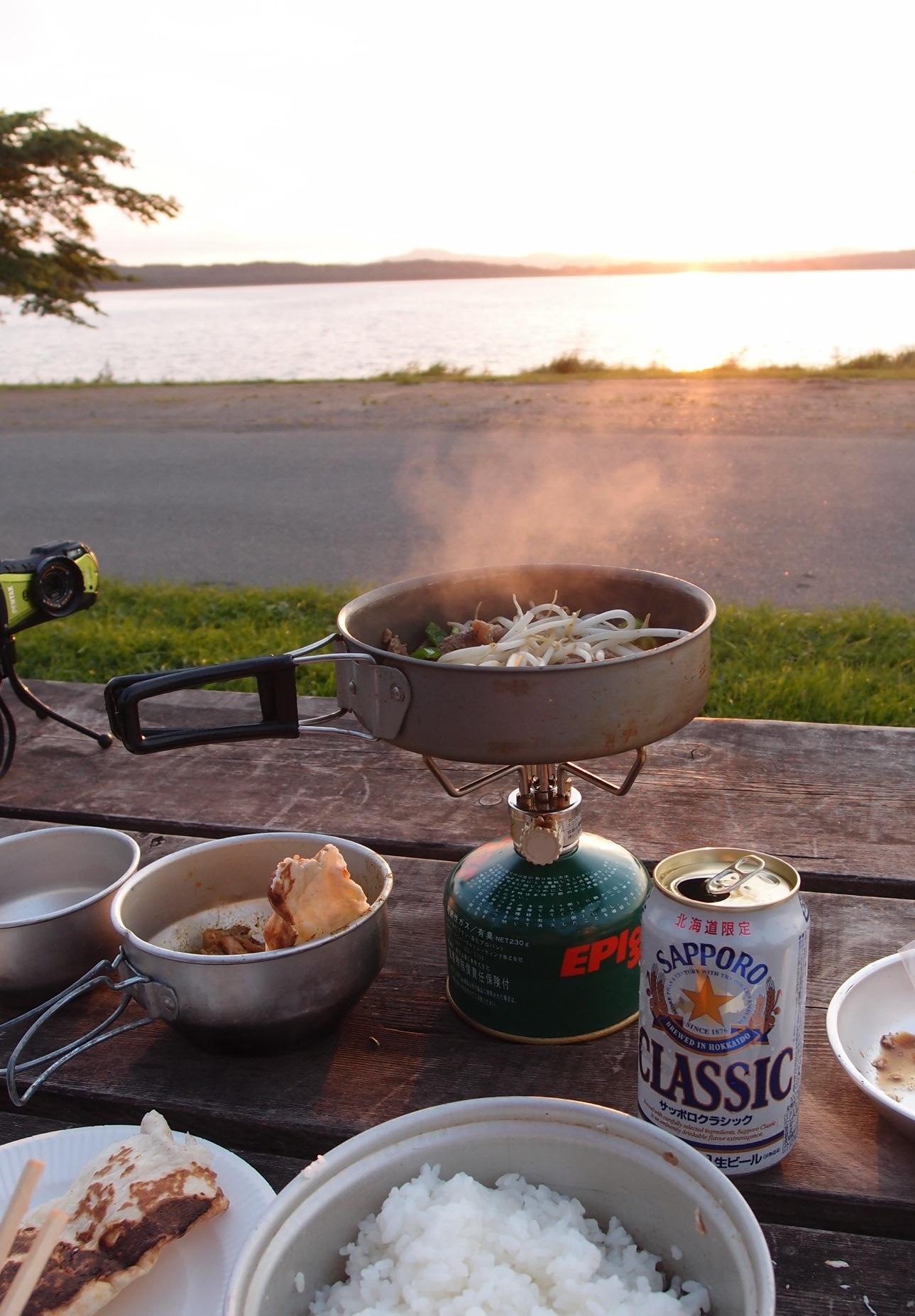 必要最少限のキッチン〜北海道湖畔キャンプ_a0116902_2253974.jpg