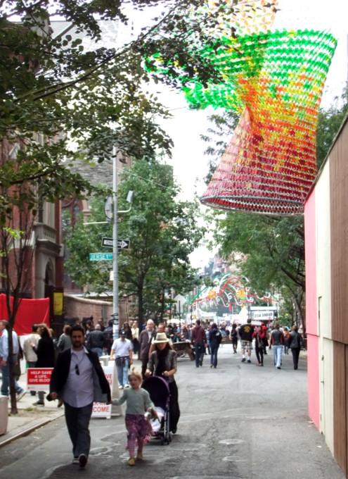 リトル・イタリーのお祭りで見かけたパブリック・アート作品_b0007805_20473756.jpg