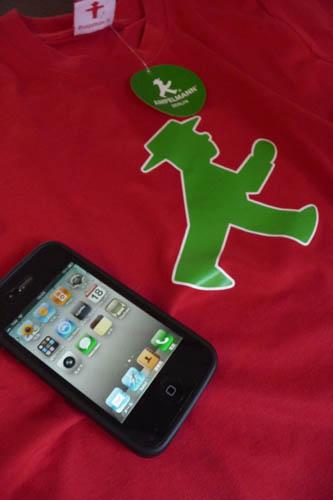 iPhoneとアンペルマン_f0106597_2232937.jpg