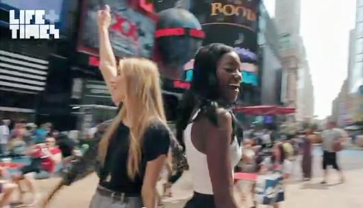 NYの街角で30名のモデルさんがEmpire State of Mindを熱唱するビデオ_b0007805_14364915.jpg