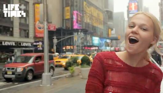 NYの街角で30名のモデルさんがEmpire State of Mindを熱唱するビデオ_b0007805_14403243.jpg