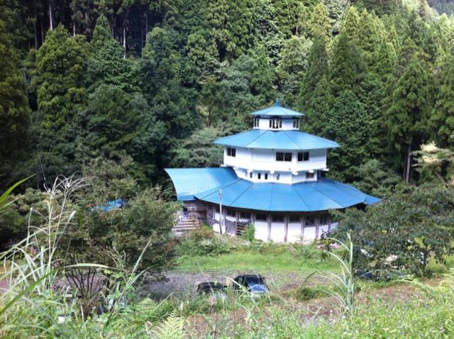信仰里高賀の「瞑想の館」_a0026530_1561174.jpg