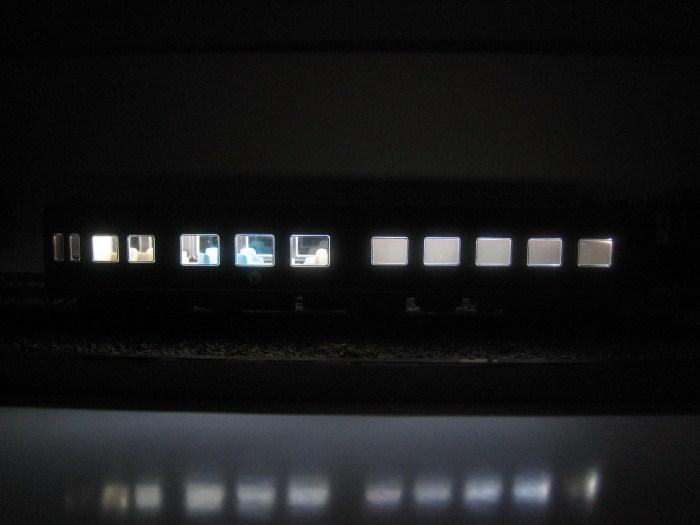 お召列車1号編成(昭和仕様)をイジる その2_e0120143_22584253.jpg