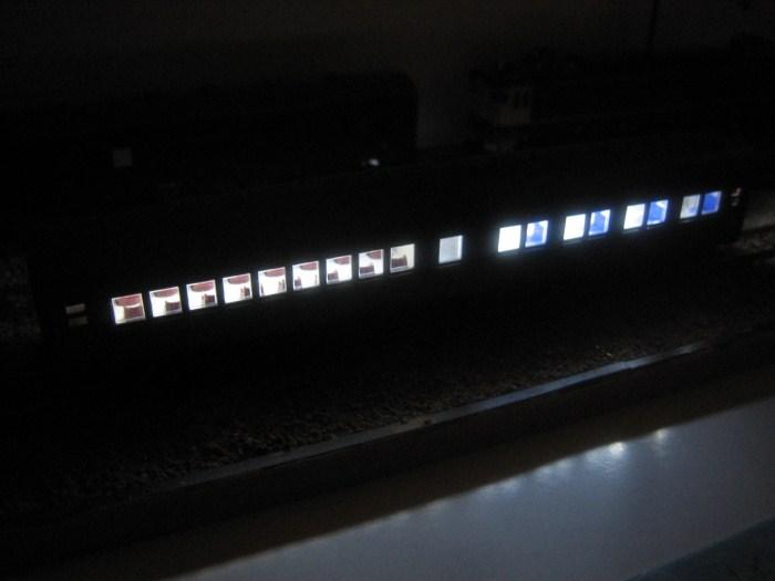 お召列車1号編成(昭和仕様)をイジる その2_e0120143_2259520.jpg