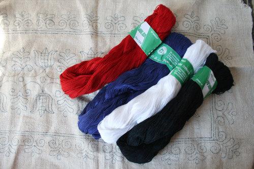 刺しゅう糸に新色が加わりました。_b0142544_3235961.jpg