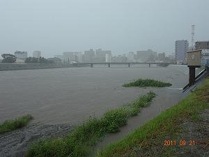台風直下、河川増水中!_d0050503_16145687.jpg