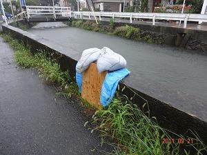 台風直下、河川増水中!_d0050503_1617647.jpg