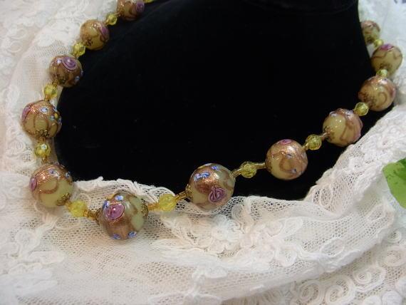 素敵な手彩色ガラスのネックレスです...._d0127182_1553031.jpg