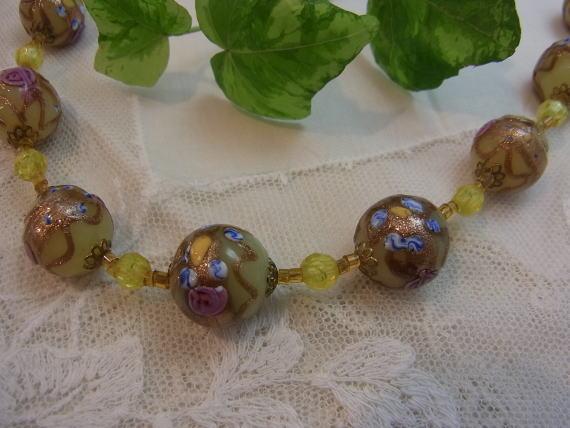 素敵な手彩色ガラスのネックレスです...._d0127182_15561390.jpg