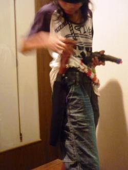 工作マニアの小学生、本日は「拳銃の魔術師」。_e0188087_21474157.jpg