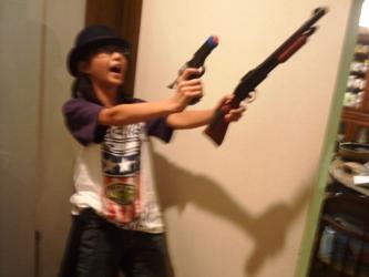 工作マニアの小学生、本日は「拳銃の魔術師」。_e0188087_2148425.jpg
