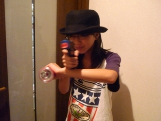 工作マニアの小学生、本日は「拳銃の魔術師」。_e0188087_21514396.jpg