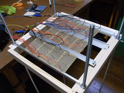 LED促成栽培装置稼働開始_c0063348_6154337.jpg