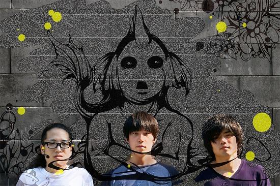 """3ピースバンドSAKANAMON、謎のマスコットキャラクター""""サカなもん""""を携えて突如シーンに現る!_e0197970_103432.jpg"""