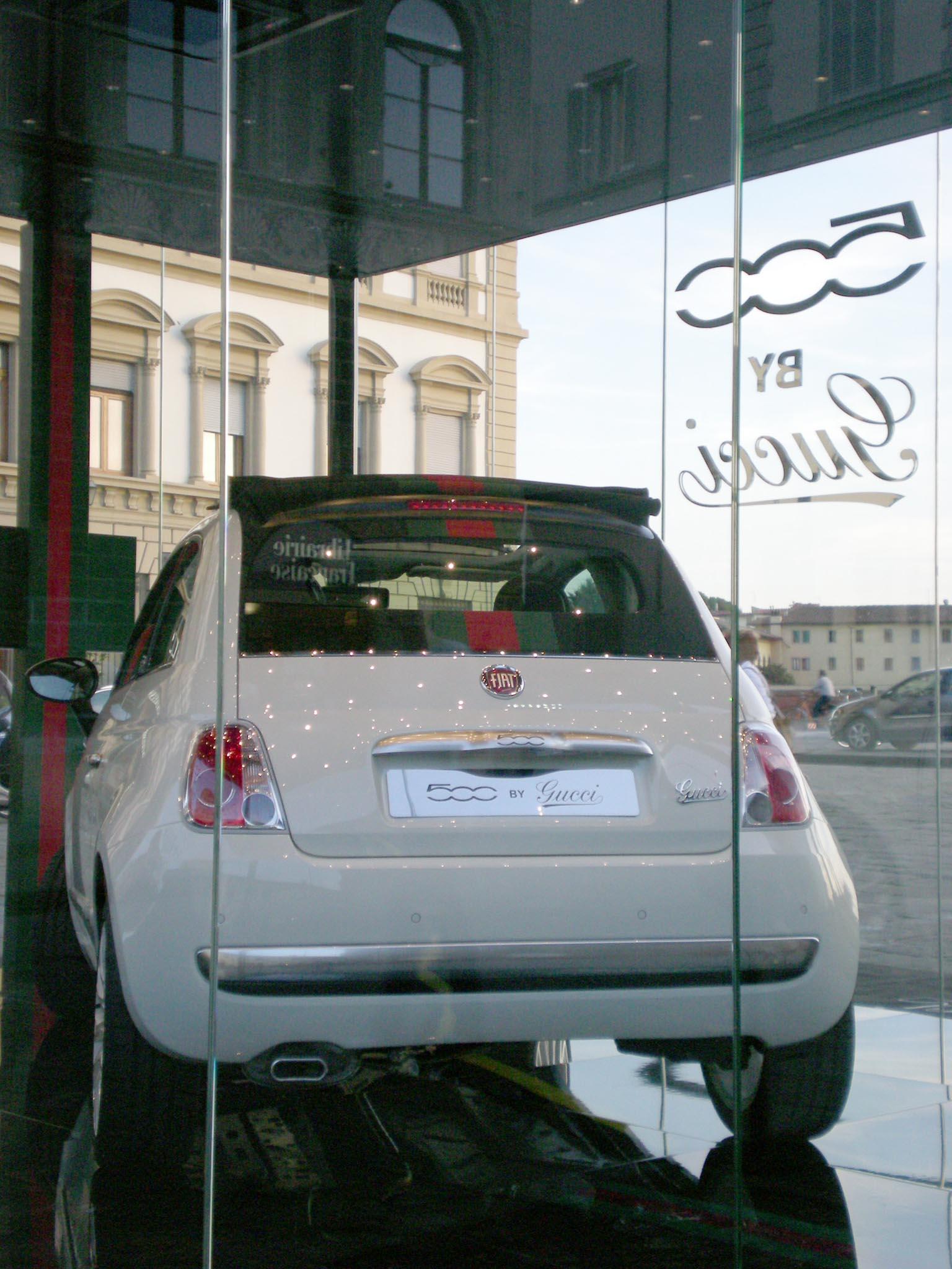 GUCCI  の FIAT500 発売!!_c0179785_305460.jpg