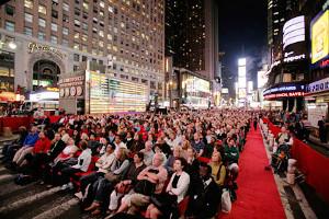 タイムズ・スクエアの中心で無料のオペラ鑑賞はいかがでしょう?_b0007805_255176.jpg