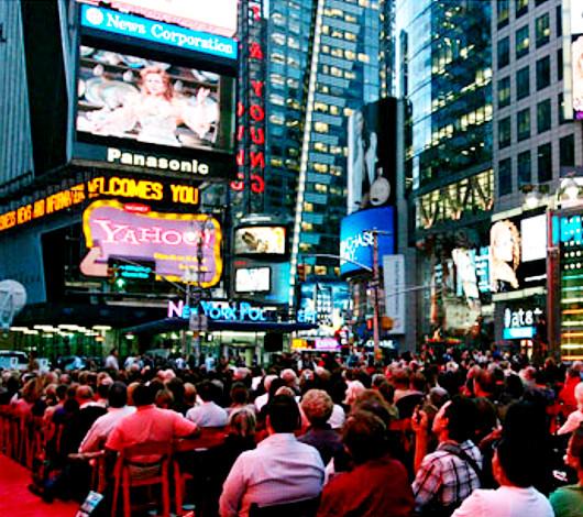 タイムズ・スクエアの中心で無料のオペラ鑑賞はいかがでしょう?_b0007805_2552873.jpg