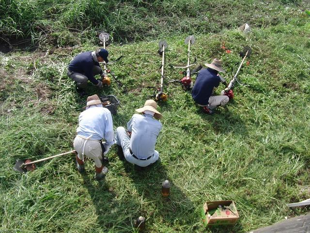 「秋の芋煮会」を目標?に今年3回目の小潤井川の草刈り清掃_f0141310_8143725.jpg