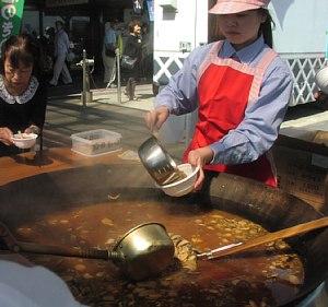 秋の収穫祭「きのこ汁」振舞い!_c0141652_15454213.jpg