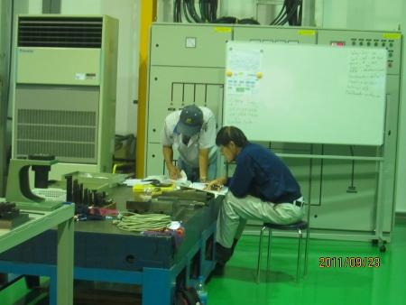 マキノV-33稼動しました.射出成形用金型製造の機械です_b0100062_1922289.jpg
