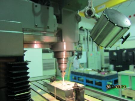 マキノV-33稼動しました.射出成形用金型製造の機械です_b0100062_1924332.jpg