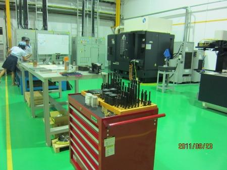 マキノV-33稼動しました.射出成形用金型製造の機械です_b0100062_194583.jpg