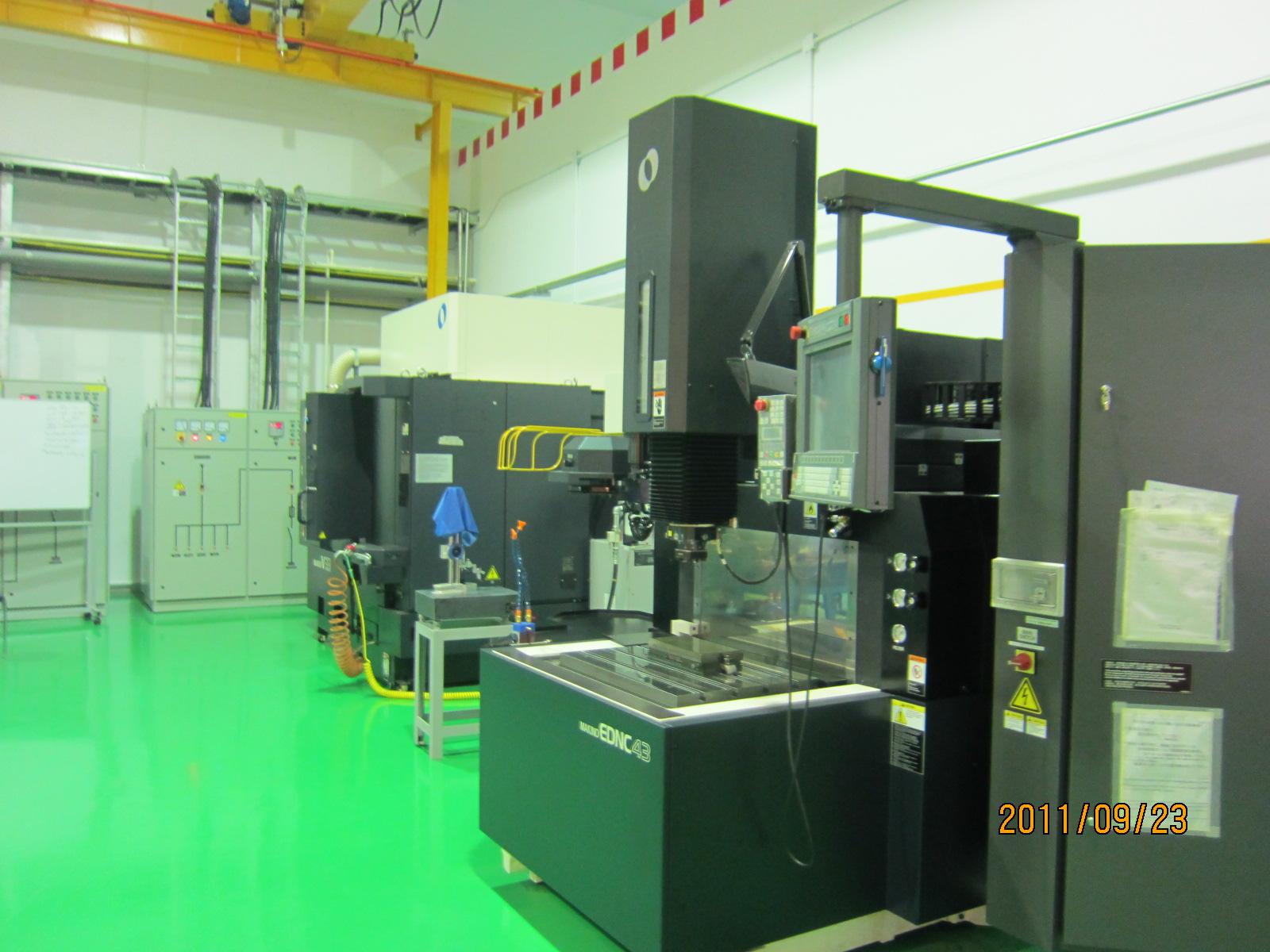 マキノV-33稼動しました.射出成形用金型製造の機械です_b0100062_198651.jpg