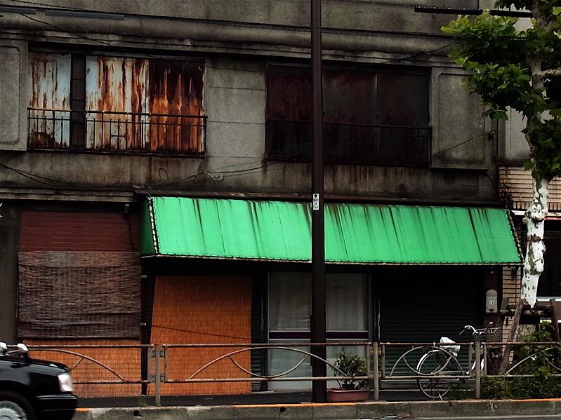 緑のテント_c0156717_9455287.jpg