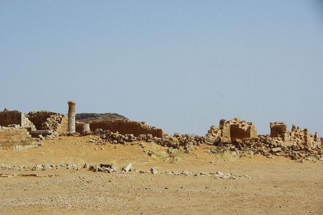【スーダン周遊】 ムサワラット遺跡 (2) 黒ヤギの群れと遺跡_c0011649_23524217.jpg