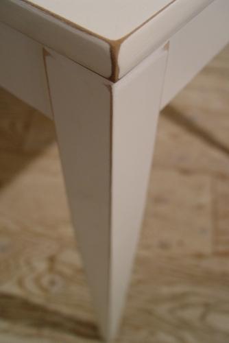 こげ茶ベロア・木アーム1Pソファーと、白い木製テーブル 入荷!!_a0096367_2162649.jpg