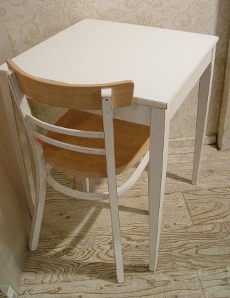 こげ茶ベロア・木アーム1Pソファーと、白い木製テーブル 入荷!!_a0096367_2163614.jpg
