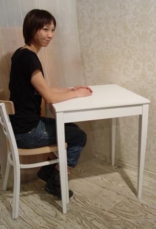 こげ茶ベロア・木アーム1Pソファーと、白い木製テーブル 入荷!!_a0096367_2164333.jpg