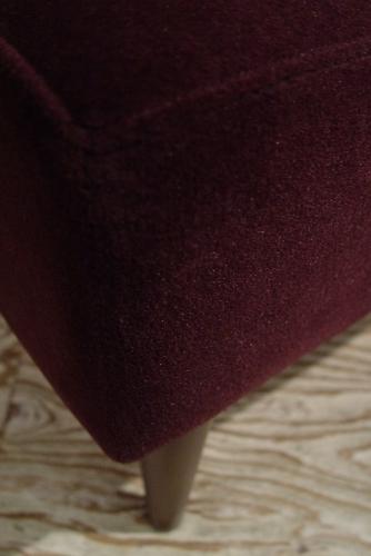 こげ茶ベロア・木アーム1Pソファーと、白い木製テーブル 入荷!!_a0096367_216822.jpg