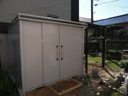 物置と洗濯物干し付ポート_f0230767_19185420.jpg