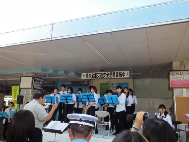 9月24日(土) JR逗子駅前に あの人たちが・・_e0006772_21314314.jpg