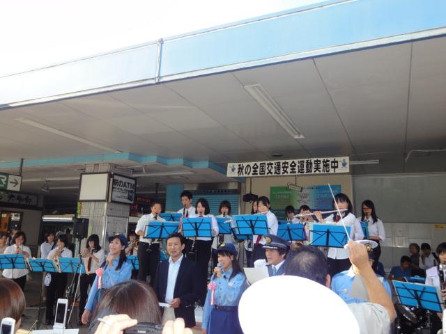 9月24日(土) JR逗子駅前に あの人たちが・・_e0006772_2139206.jpg