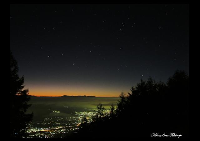 標高1700メートルからの黎明_b0167343_22311213.jpg