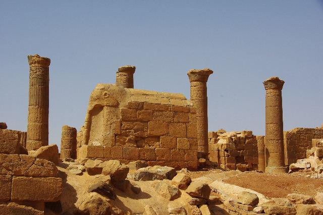 【スーダン周遊】 ムサワラット遺跡 (3) 象の神殿 _c0011649_0394529.jpg
