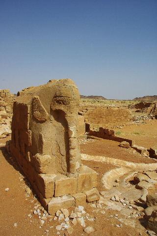 【スーダン周遊】 ムサワラット遺跡 (3) 象の神殿 _c0011649_041373.jpg
