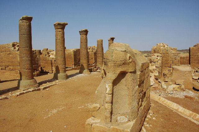【スーダン周遊】 ムサワラット遺跡 (3) 象の神殿 _c0011649_0414884.jpg