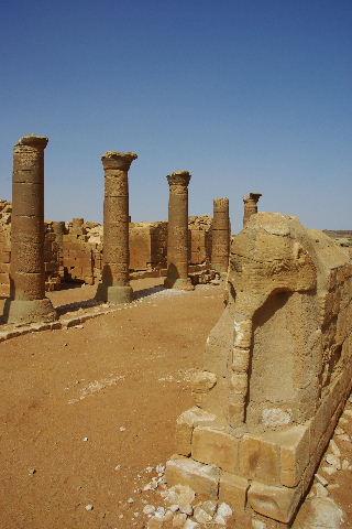 【スーダン周遊】 ムサワラット遺跡 (3) 象の神殿 _c0011649_0473516.jpg