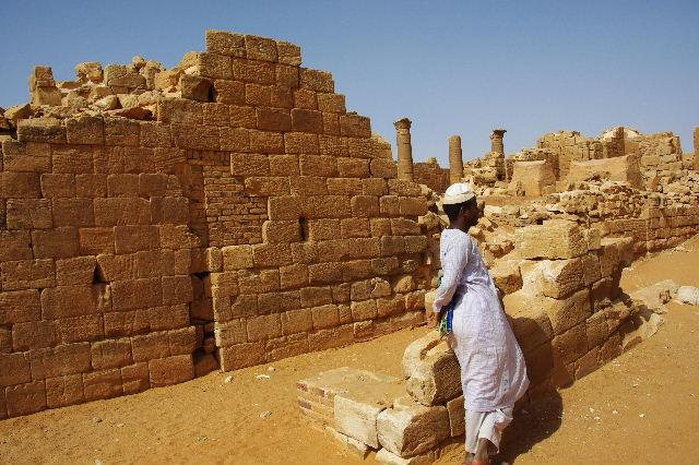 【スーダン周遊】 ムサワラット遺跡 (3) 象の神殿 _c0011649_050525.jpg