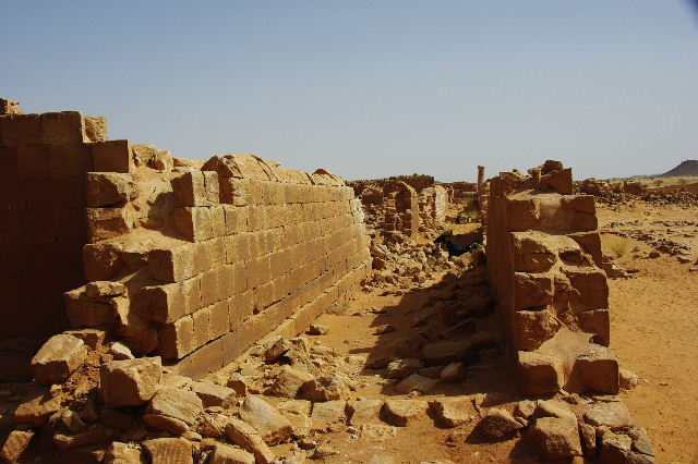 【スーダン周遊】 ムサワラット遺跡 (3) 象の神殿 _c0011649_0562311.jpg