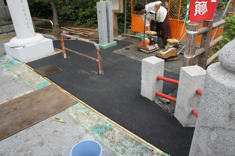 松戸神社 参道改修工事  2011.9.26_e0223769_22113426.jpg