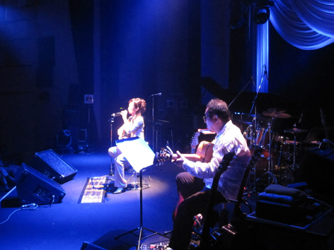盲目の歌姫コンサート_c0104293_2193724.jpg