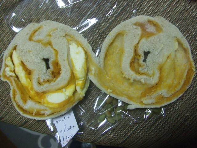 カロン クリームチーズ&かぼちゃあん_f0076001_0422540.jpg