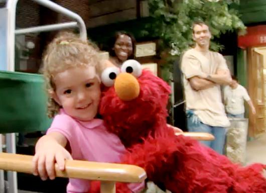 今年一番心あたたまるドキュメンタリー映画、Being Elmoが10月NYで公開へ_b0007805_13543319.jpg
