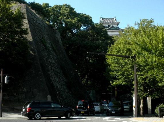 お城の見える街かど_b0093754_23394850.jpg